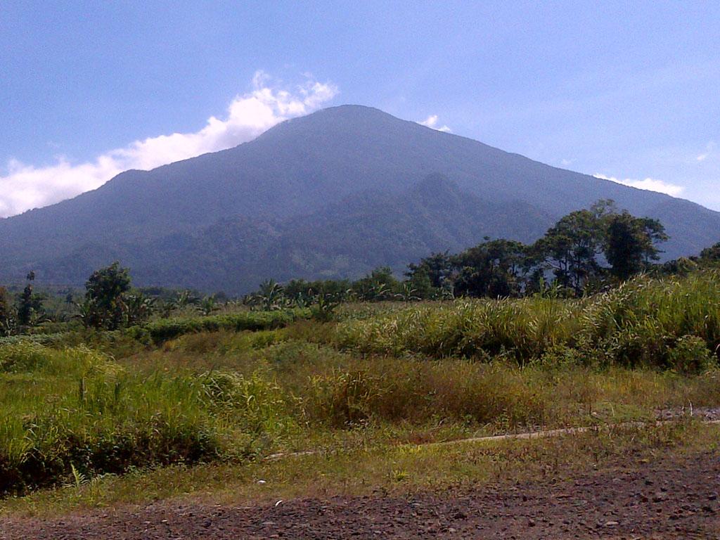 Gunung Ciremai adalah gunung berapi yang termasuk dalam wilayah Kabupaten Cirebon, Kabupaten Kuningan dan Kabupaten Majalengka, Provinsi Jawa Barat dengan ketinggian 3.078 m di atas permukaan laut. Gunung ini merupakan gunung tertinggi di Jawa Barat.